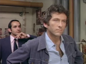 fear-is-the-key-barry-newman-with-a-young-ben-kingsley-behind-as-the-psycho-royale
